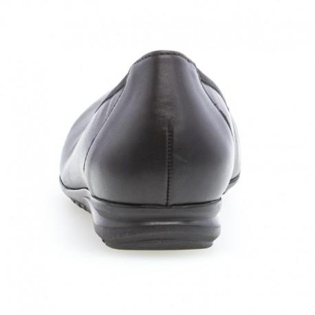 Liela izmēra melnas baletkurpes Gabor 22.620.57