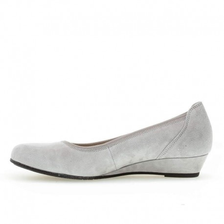 Sieviešu gaiši pelēkas zamšādas kurpes Gabor 42.690.40