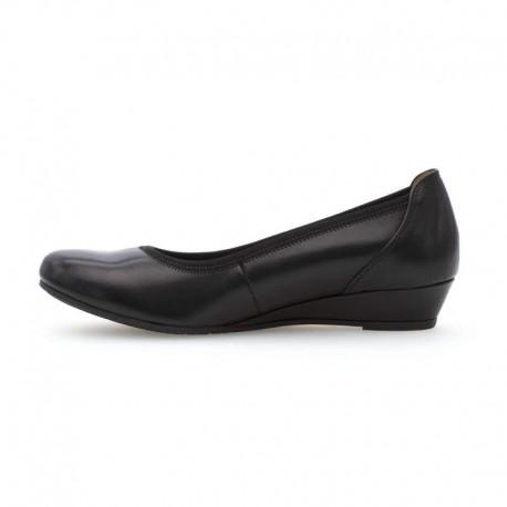 Melnas sieviešu kurpes uz mazas platformas Gabor 42.690.57